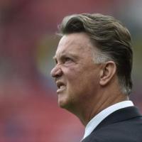 Van Gaal praises 'modest' Mourinho