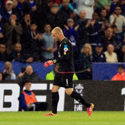 Leicester's Kasper Schmeichel to have hernia operation after win over Swans