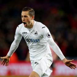 Gylfi Sigurdsson passes Everton medical and is on verge of completing move