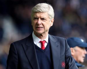 Wenger delighted with Arsenal's 'united' response to Anfield mauling