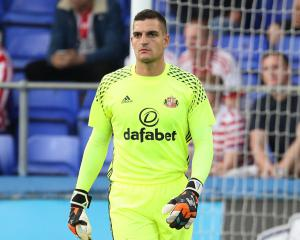 Vito Mannone urging Sunderland to use EFL Cup to belatedly launch their season