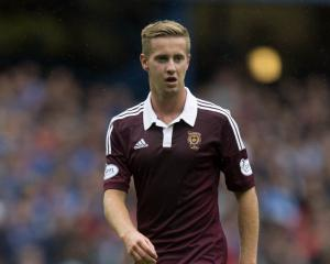 Hearts overcome Well to move top