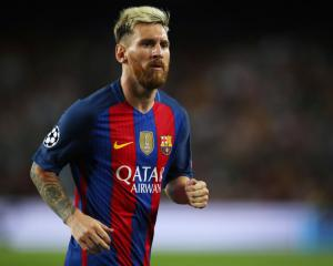 Barcelona's Lionel Messi out for around three weeks after rupturing adductor
