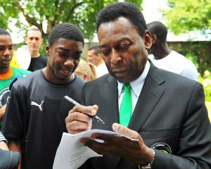 Pele home after surgery