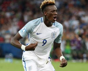Tammy Abraham signs new Chelsea deal ahead of expected season loan to Swansea