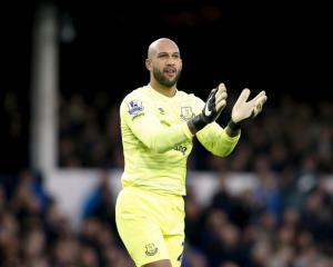 Everton goalkeeper Tim Howard bids goodbye to Goodison Park