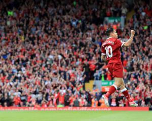 Owen backs Liverpool to resist Barcelona bids for Coutinho