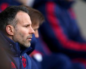 Tolerant Giggs must decide his destiny as United look to learn from managerial mistakes