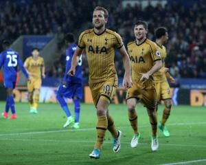 Harry Kane rises to the fore as Tottenham humble Leicester
