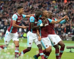 Winston Reid strikes in stoppage time as West Ham pile misery on Sunderland
