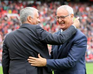 Claudio Ranieri deserved stadium tribute, not the sack says Jose Mourinho