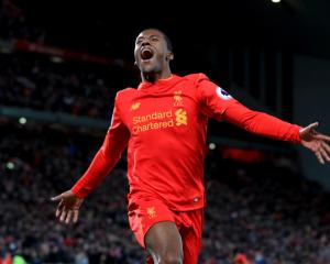 Wijnaldum confident Liverpool can cope with pressure in Champions League race