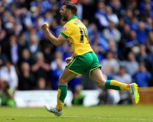 Canaries clinch Wembley trip