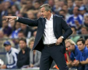 Schalke keep Keller as coach for 2014