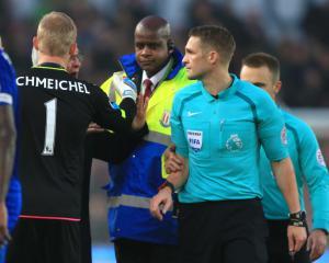 Kasper Schmeichel motivates Leicester to mount comeback