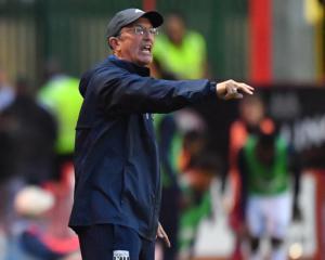 Pulis unfazed by Stoke fan taunts