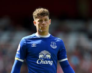 Barkley demanding six figure wage to join Spurs, Neymar agrees PSG move