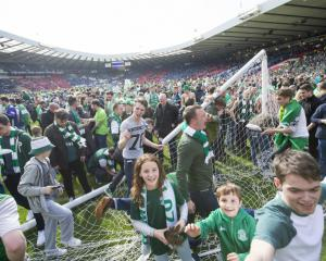 Crowd trouble at final whistle as Hibernian beat Rangers to win Scottish Cup