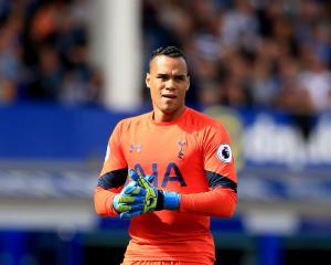 Michel Vorm extends Tottenham contract until 2018