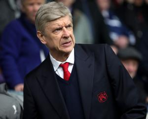 Arsene Wenger set to stay at Arsenal - reports