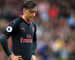 Ozil set for Arsenal exit in January, Sanchez to net £10m signing bonus from PSG