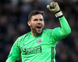 Pulis salutes 'fantastic' Foster after keeper excels again