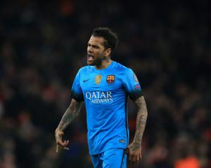 Dani Alves seals Juventus move