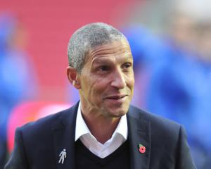 Hughton hails 'tremendous character' of Brighton side as Seagulls go back to top