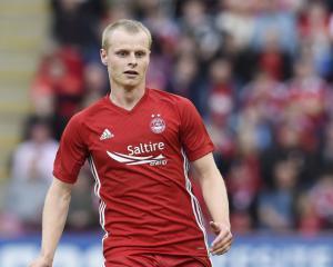 Aberdeen progress with impressive away win