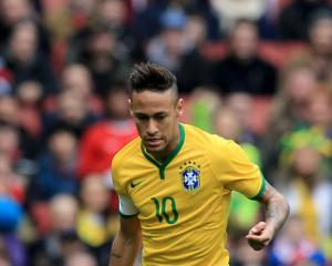 Neymar scores twice to keep Brazil on course for elusive Olympic gold