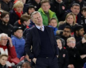 Under-fire Moyes vows to battle on as Sunderland are left on verge of relegation