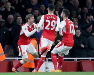 Huth sorry now as Arsenal beat Leicester to keep top-four hopes alive