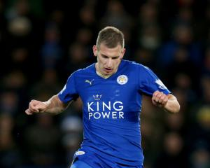 Marc Albrighton signs new deal with champions Leicester