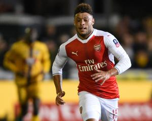 Arsene Wenger wants to see Alex Oxlade-Chamberlain sign new deal with Arsenal