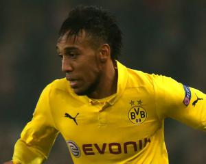 Aubameyang dismisses transfer talk