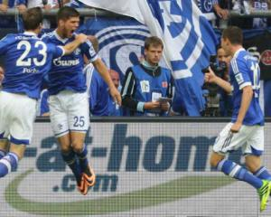 Schalke held in six-goal thriller as newboys shine