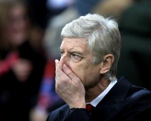 Pressure mounts on Arsene Wenger after Arsenal capitulate in Munich