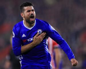 Costa not prepared to sign new Chelsea deal, Ozil drops Arsenal contract hint - Transfer News