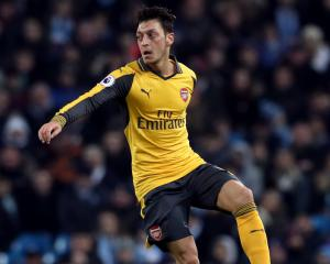Ozil wants clarity over Wenger's future before committing to new Arsenal deal