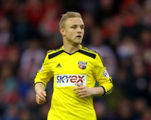 Norwich sign midfielder Alex Pritchard from Tottenham