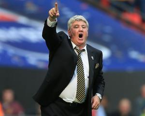 No formal approach from FA to speak to Hull boss Steve Bruce about England job