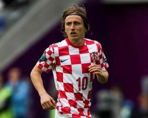 Modric fit to resume training after foot scare