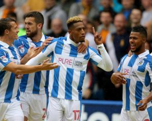 Huddersfield edge out Wolves to continue fine start to Championship season