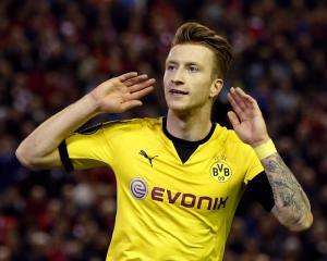 Arsenal target BVB star as Sanchez back-up, United battling Chelsea for Roma star - Transfer News
