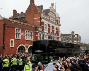 West Ham vow to ban fans involved in damaging Manchester United bus