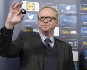 Alex McLeish refutes Rangers link as bookmaker suspends betting