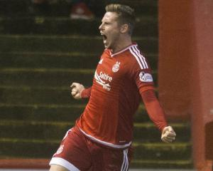 Aberdeen close the gap on leaders Celtic with win at Pittodrie