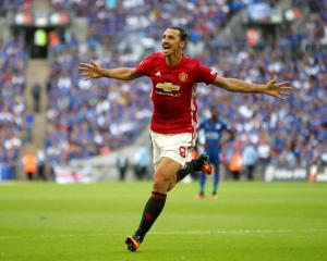 Zlatan Ibrahimovic heads late winner for Manchester United in Community Shield
