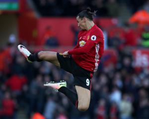 Manchester United extend Zlatan Ibrahimovic's contract for second season