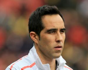 Barcelona 'have the beginning of an agreement with Man City for Claudio Bravo'